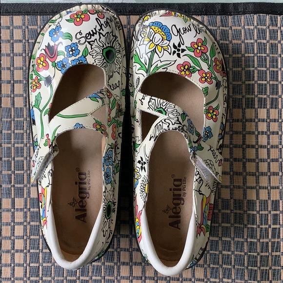 Floral size 7 Alegria shoes